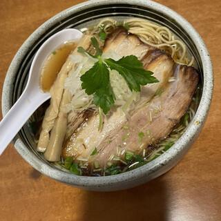 輪虎 - 料理写真:中華そば 醤油 豚チャーシュートッピング