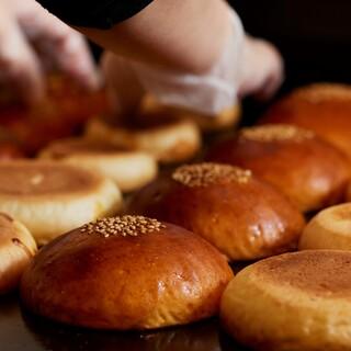 【パン専門店が作るS-PARKだけのオリジナルバンズ】