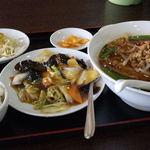 富鑫亭 - 台湾ラーメンときくらげの炒め物のDランチ