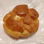 ブランシュ洋菓子店 - 料理写真:シュークリーム100円
