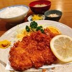 かつれつ庵 - 料理写真:ロースカツ定食