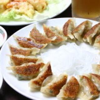 名物「焼き餃子」をぜひ!60年以上変わらない自慢の味です。