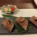 鉄板 松阪屋 - 松阪牛の炙り牛寿司フォアグラ乗せ