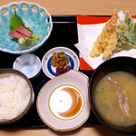 沼津海いち - 天麩羅お刺身定食(¥1280)。ランチで天ぷらというのは、ちょっと高級感あり