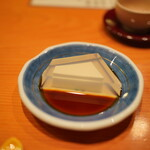 日本料理 たかむら - 氷豆腐:黒蜜をたっぷり添えて