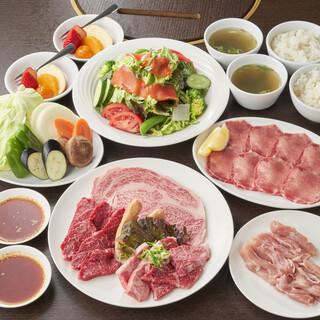 肉と野菜がバランスよく食べられる「若菜コース」がおすすめ