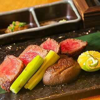 ふっくらとした土鍋ご飯。上質なステーキは季節野菜と供に。