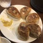 でっかい餃子 曽さんの店 - 肉汁たっぷり焼餃子