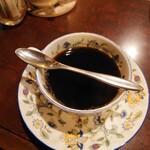 カフェ アルル - 先の細いスプーンにも注目。