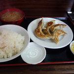中華料理タカノ - 餃子と半ライスと注文したらばこうなりました