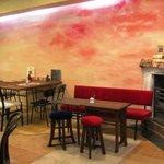 カフェ デュ カシュ・カシュ - パリ風 カフェ 癒しの空間でホット一息 ティータイム オーナー自らペイントしたこだわりの壁・・・
