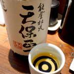 地酒喝采 かも蔵 - 【石川】天保正一。平成8年醸造の古酒。樽貯蔵ではないのに、この色付き! 複雑な香味