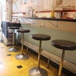 カレー屋ジョニー - 1階のカウンター席
