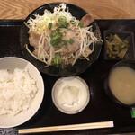 日本酒 酒場 巡りや - 豚バラ葱塩炒め定食@900円
