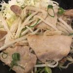 日本酒 酒場 巡りや - 豚バラ葱塩炒めのアップ