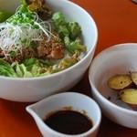 ペーパー ムーン - 鶏肉のごま香味丼