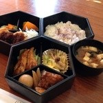 ハミング・バード - 料理写真:割子弁当¥730