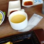151712222 - スープとステーキソースもセルフサービスです。