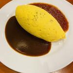 洋食 Shin - 美しく包まれた楕円形のオムライス