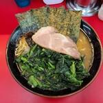横浜ラーメン 相馬家 - 料理写真:ラーメン中+ほうれん草