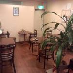 焙煎コーヒー豆ベースキャンプ - 焙煎を待つ間、ここで本日の珈琲をいただきます