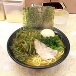 川崎家 - 料理写真:茎わかめラーメン(並)850円+味付たまご100円