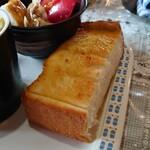 山びこ - ホットコーヒー(モーニングサービス付き) 400円       のトースト