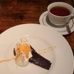グラッパ - ランチのデザート(ガトーショコラ)とドリンク(紅茶)