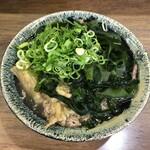 吉田屋 - 料理写真:肉うどん+わかめ 600円