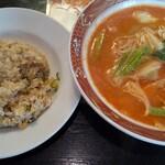 都飯店 - 料理写真:四川ラーメン・チャーハンセット\650。チャーハン大盛無料。