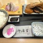 牧原鮮魚店 - 料理写真:あら煮と刺身定食 ¥1050