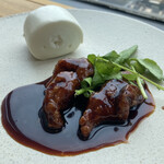 ブリル飯店 - 酢豚&花巻、黒酢が効いてて美味い、花巻は角煮まんじゅうの外側の生地みたいな食感