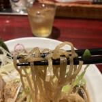 麺ダイニング ととこ - 鷄パーコーネギ醤油らーめん、麺リフト