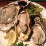 BAR POP LIFE - 牡蠣の食べ比べ3種盛りをいただきました!