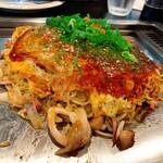 広島流お好み焼き 秀 - 料理写真:トリオ(えひ・いか・たこ入り)