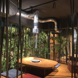【2階】丘と森をイメージした空間で、大切な人とのお食事を。