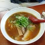 まるみ - 餃子セット(餃子・拉麺)800円の『拉麺』