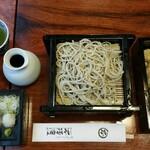 神田 本陣房 - 全景。冷たい抹茶が美味しい!気配りが行き届いたセットです。後半、蕎麦湯も持ってきてくれます