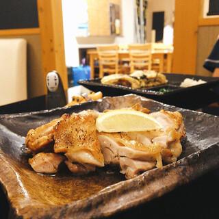 良酒屋 握 - 地鶏の塩焼き 皮パリで中身ふっくらジューシー☆