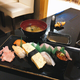 良酒屋 握 - ほぼ上寿司の 深みあってアッサリしつつ濃厚