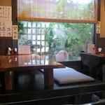 神明庵 甚五郎 - 店内です。