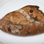 パンヤ オルタ - クルミとカレンズの天然酵母パン