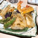 魚釜 - 天ぷらの盛り合わせ