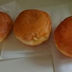 ケイアンドエー キッチン シュガー - 料理写真:マサラダドーナッツ シュガー 180円/カスタード 250円/クリーム 250円