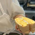 天然酵母の食パン専門店 つばめパン &Milk -