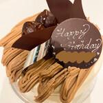 ラトリエヒロワキサカ - 栗のショートケーキ ホール4号  ¥3,025  前日オーダー。こちらの苺ショートケーキが大好きなのですが、今回は栗を選択。モンブランも有名なので期待大。マロンペーストと生クリームが絶妙。