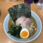 横浜らーめん 武蔵家 - 特製らーめん¥750