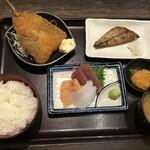 海鮮食飲市場 マルカミ食堂 - お魚御膳