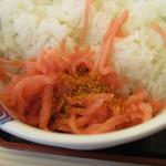 松屋 - 紅ショウガ&七味で   キムチの代替品 ご飯はややベチャご飯