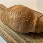 ハッチベーカリー - クレセントロール(塩パン)